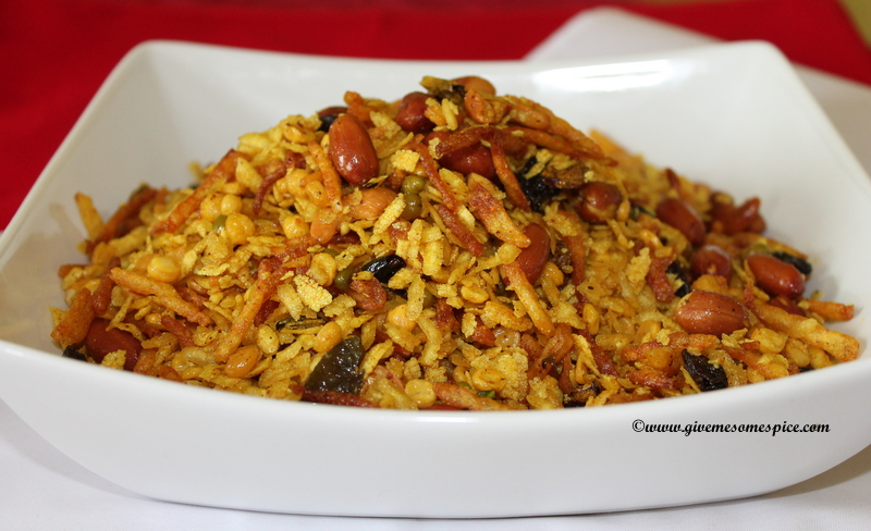 Chevdo/chewdo - Kenya style Recipe ( Gujarat snack mix with rice flakes, potato crisps, lentils and nuts)